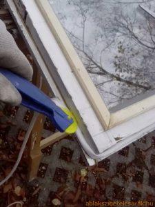 ablakszigetelés szigetelőanyag elhelyezése